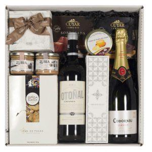 Caja con productos navideños formada por licores y marcas de alta calidad